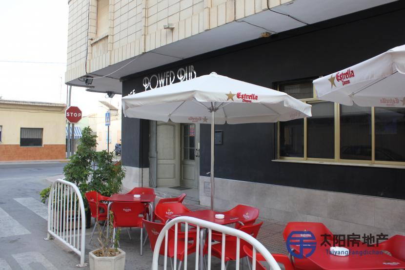 Se vende cafeteria muy rentable cerca de la playa