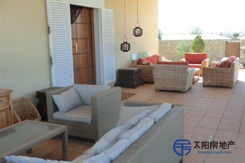 销售位于Trujillo (卡塞雷斯省)市外的郊外别墅