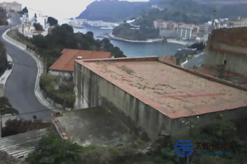 销售位于Portbou (赫罗纳省)市中心的独立房子