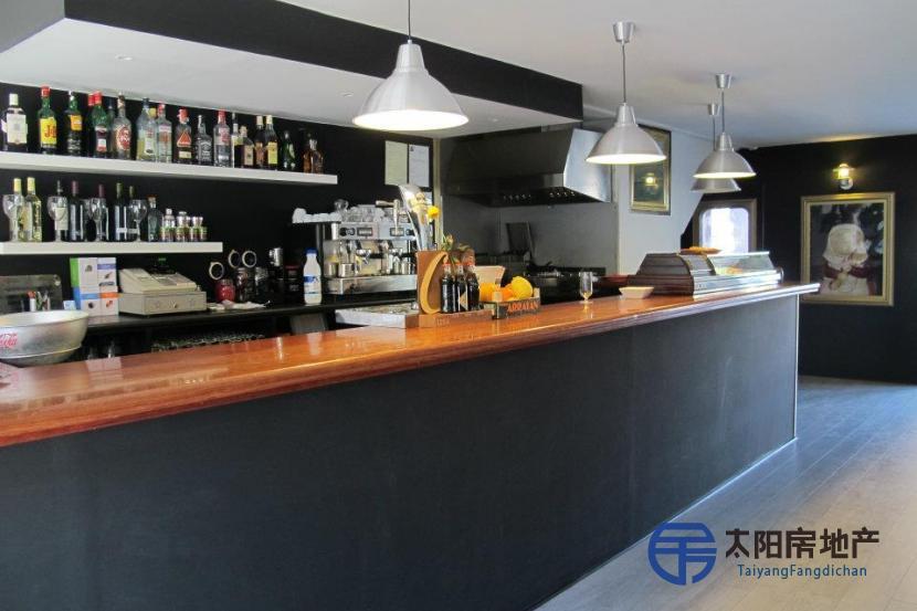 Local Comercial en Venta en Castelldefels (Barcelona)
