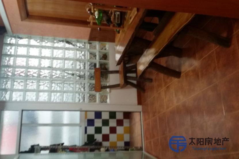 销售位于Santa Coloma De Gramenet (巴塞罗那省)的公寓
