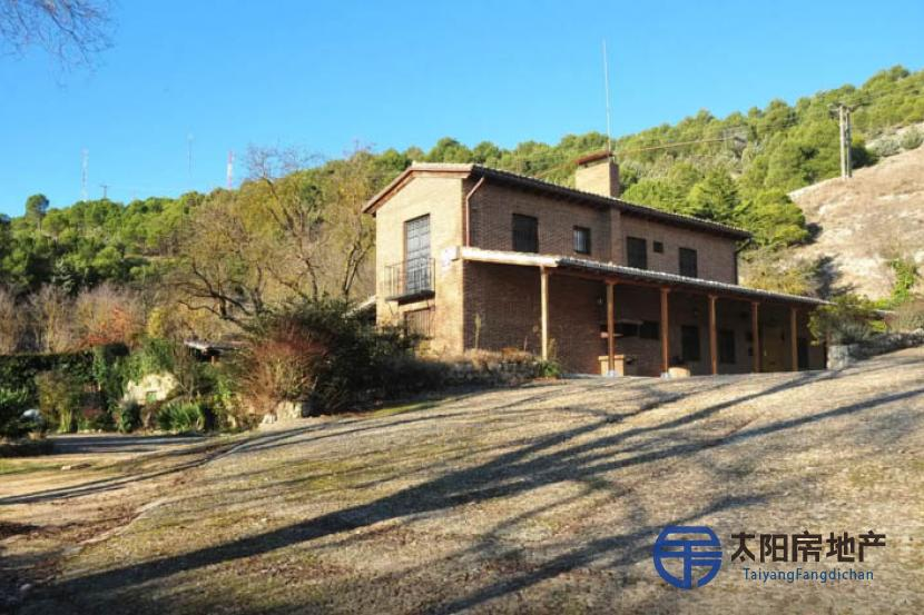 销售位于Palencia (帕伦西亚省)市外的别墅