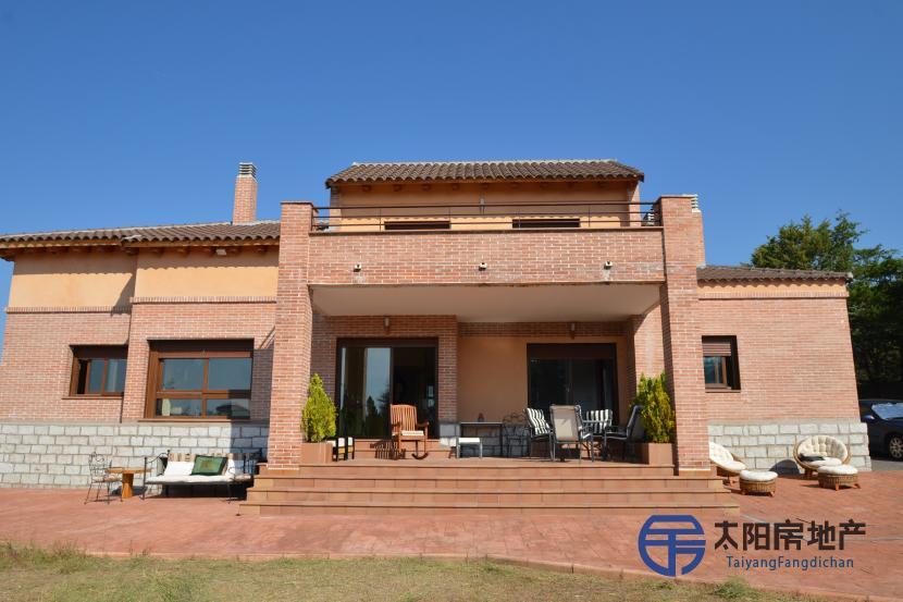 销售位于Valdemorillo (马德里省)的别墅