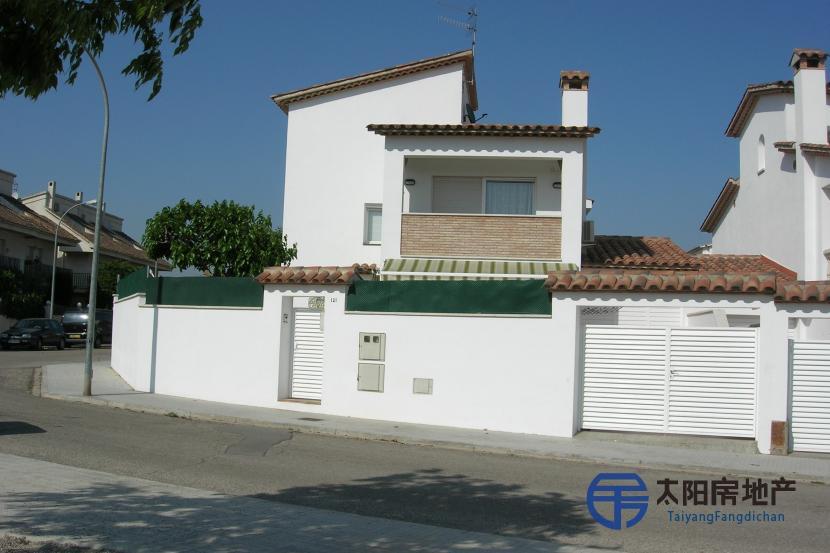 销售位于Sant Pere De Ribes (巴塞罗那省)市中心的独立房子