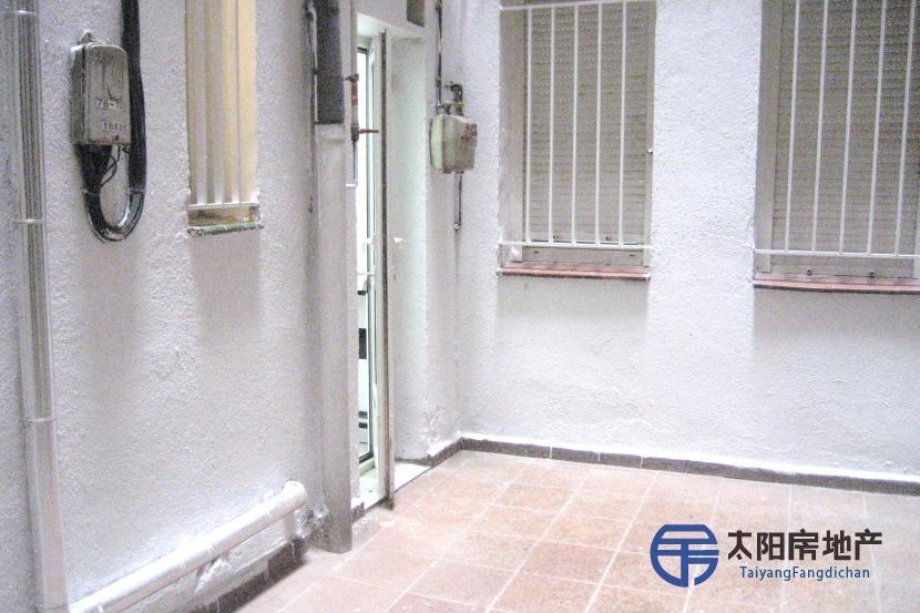 出租位于Madrid (马德里省)市中心的公寓