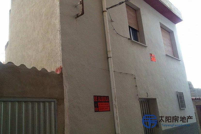 销售位于Cervera Del Rio Alhama (拉里奥哈省)市中心的独立房子