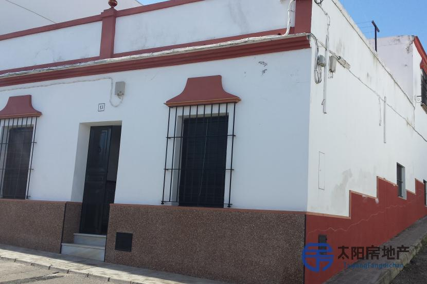 销售位于Carmona (塞维利亚省)的独立房子