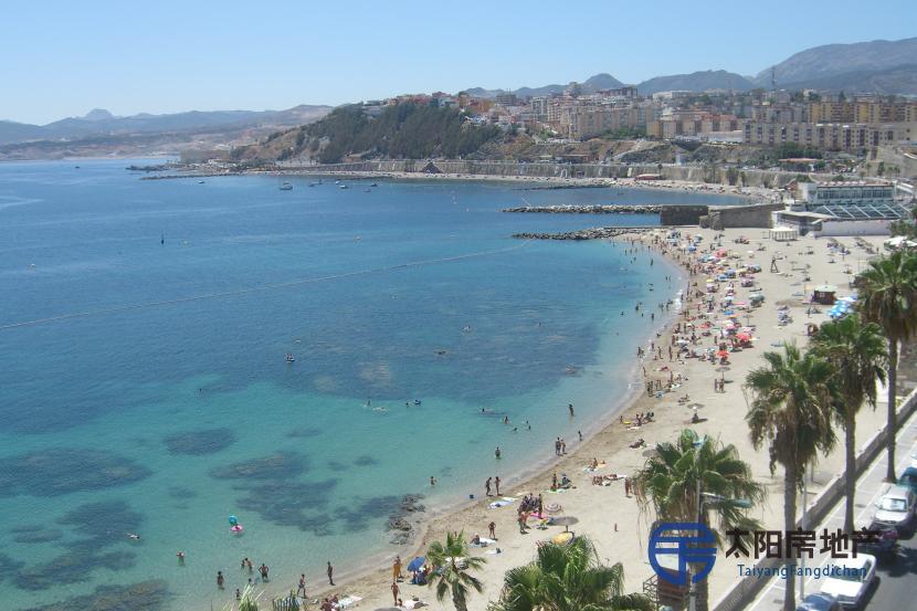 销售位于Ceuta (西屋达省)市中心的阁楼