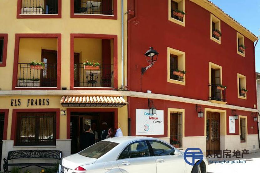 销售位于Quatretondeta (阿里坎特省)市中心的酒店
