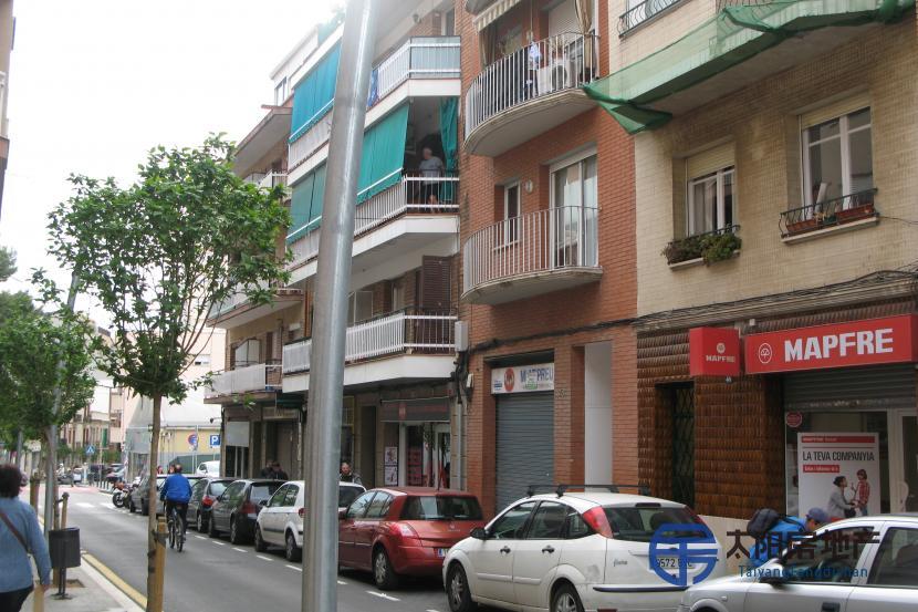 销售位于Esplugues De Llobregat (巴塞罗那省)的商业店铺