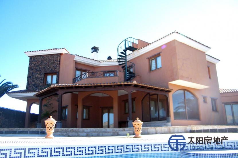 销售位于La Oliva (加那利岛拉斯帕尔马省)市中心的郊外别墅