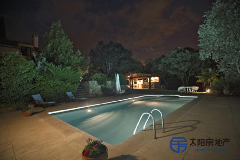 销售位于Las Rozas De Madrid (马德里省)市外的别墅