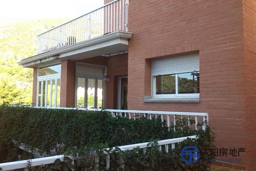销售位于Castelldefels (巴塞罗那省)市中心的别墅