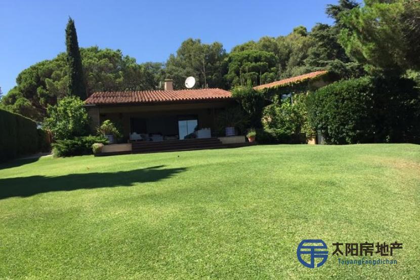 销售位于Sant Andreu De Llavaneres (巴塞罗那省)市外的独立房子