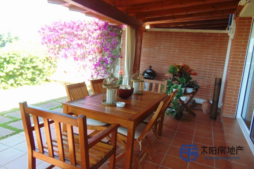 销售位于Caldes D´Estrac (巴塞罗那省)市外的独立房子