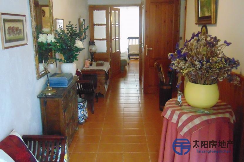 销售位于Caldes D´Estrac (巴塞罗那省)市中心的独立房子