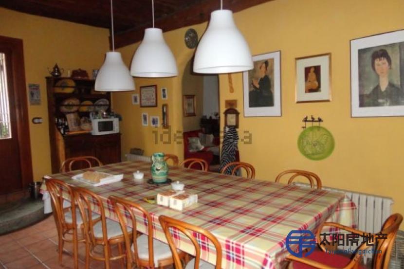 销售位于Noves (Pueblo) (托莱多省)市中心的独立房子
