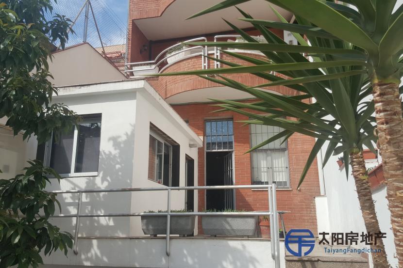 销售位于Badalona (巴塞罗那省)市中心的独立房子
