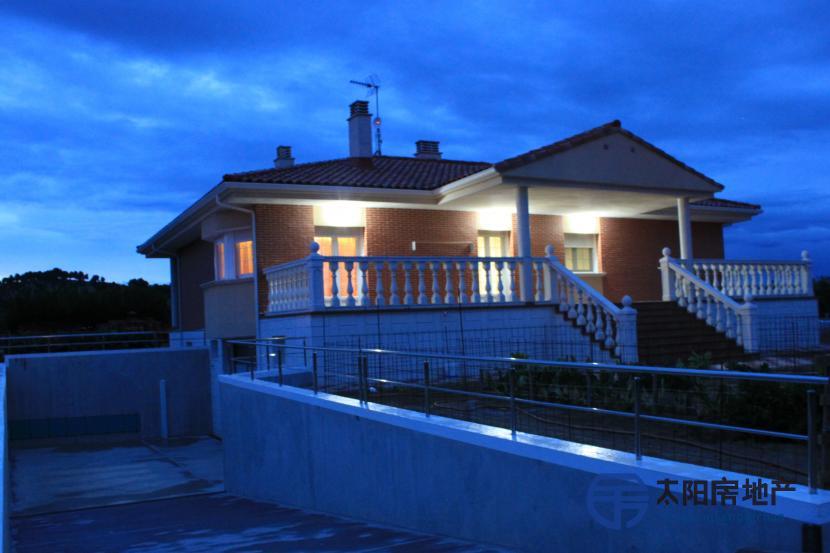 销售位于Castronuevo De Esgueva (瓦利亚多利德省)市外的别墅