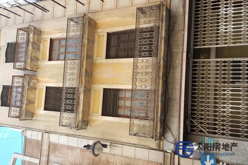 销售位于Alzira (瓦伦西亚省)市中心的大楼