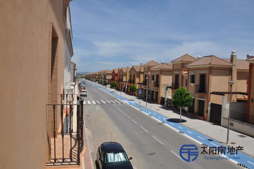 销售位于Los Rosales (塞维利亚省)市中心的独立房子