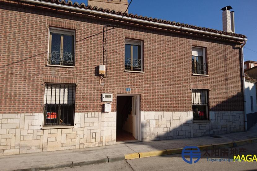 销售位于Magaz De Pisuerga (帕伦西亚省)市中心的独立房子
