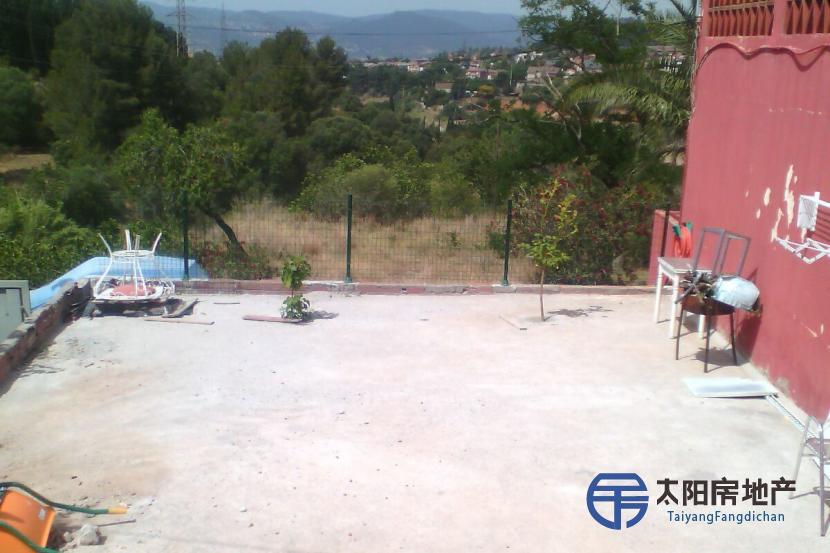 销售位于Badalona (巴塞罗那省)市外的公寓并距离山区很近