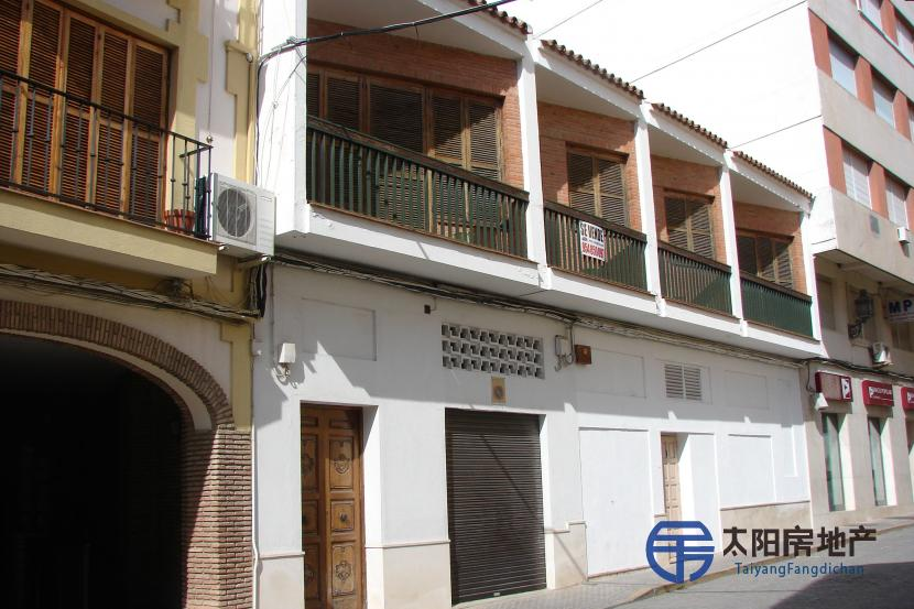 销售位于Moron De La Frontera (塞维利亚省)市中心的独立房子