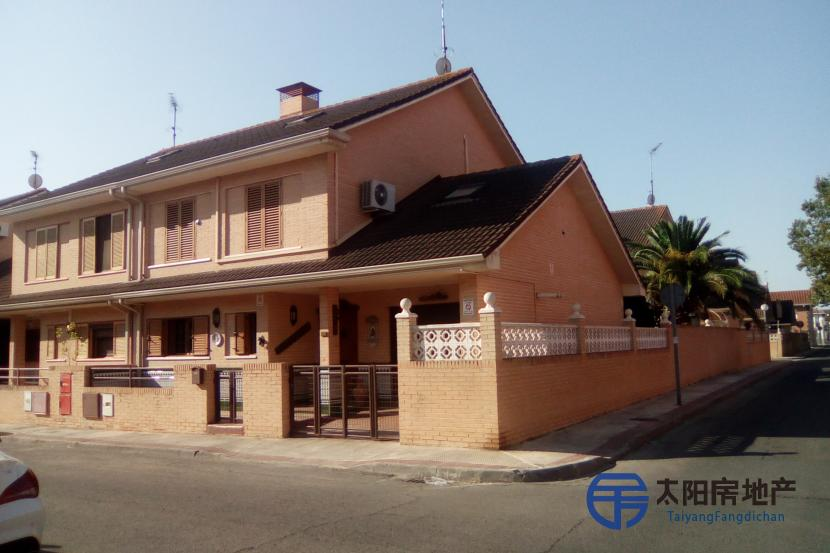 销售位于San Martin De La Vega (马德里省)市中心的独立房子