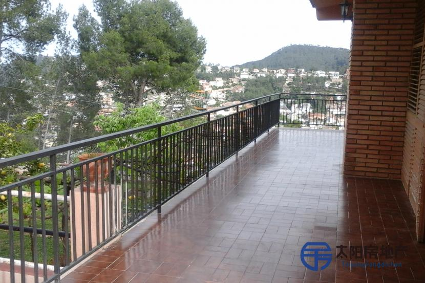 销售位于Vallirana (巴塞罗那省)市中心的独立房子