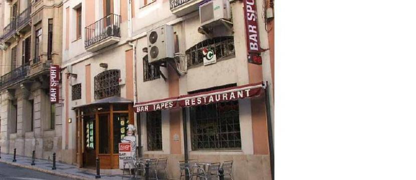 Venta  de local y traspaso de restaurante-bar en funcionamiento