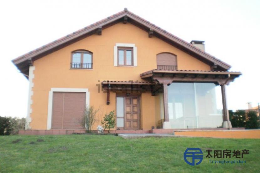 销售位于Santillana Del Mar (坎塔布里亚省)的独立房子
