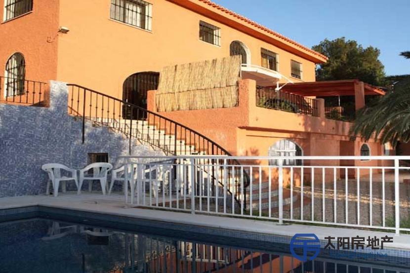 销售位于Torrent (瓦伦西亚省)市外的独立房子
