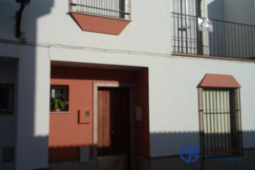 销售位于Hinojos (韦尔瓦省)市中心的独立房子