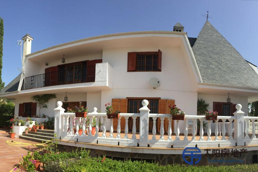 销售位于Alomartes (格林纳达省)的别墅