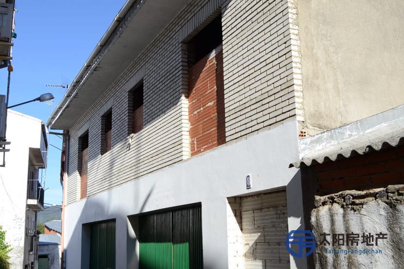 销售位于Mohedas De Granadilla (卡塞雷斯省)市中心的独立房子