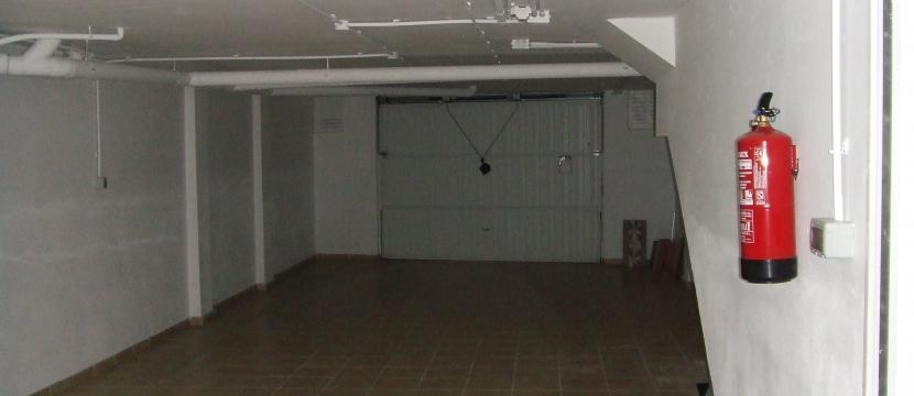 联排住宅200平方米,私人车库