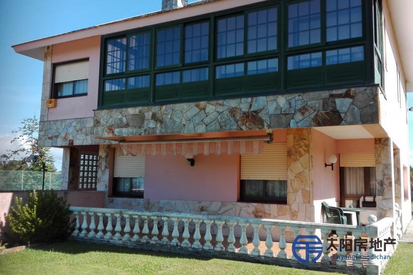 销售位于Oleiros (Santa Maria) (阿科鲁尼亚省)市外的别墅
