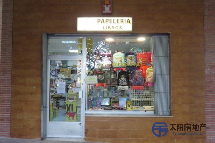 销售位于Tres Cantos (马德里省)的商业店铺