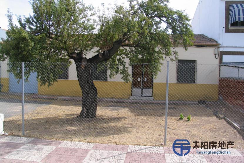 销售位于Miguelturra (雷阿尔城省)市中心的独立房子