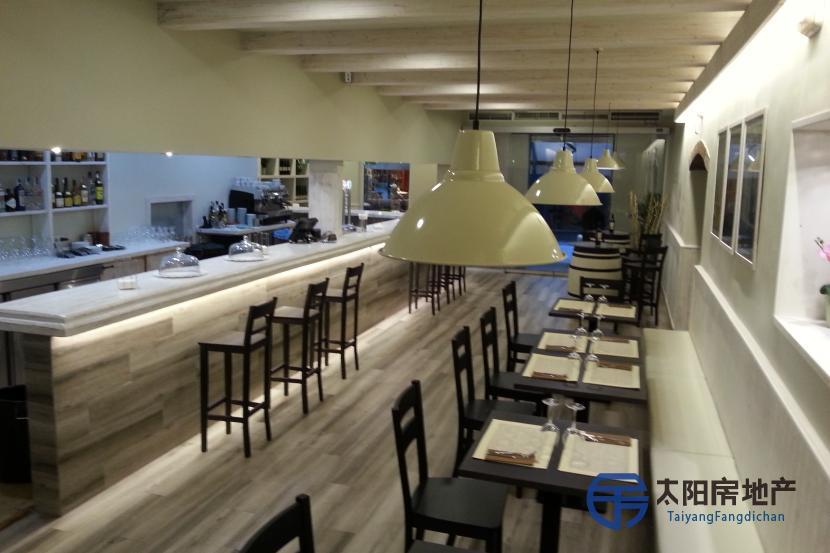 出售一家很火的人气餐厅,位于萨瓦德尔的历史中心