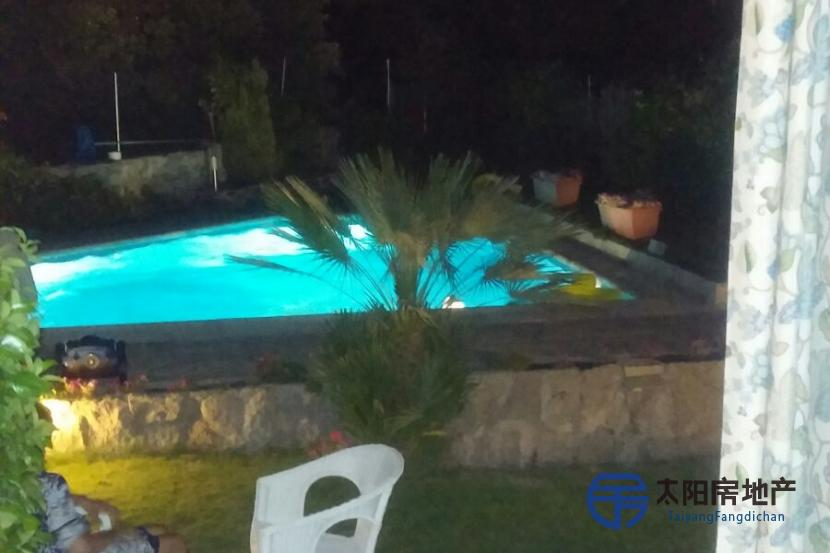 销售位于Alpedrete (马德里省)的别墅