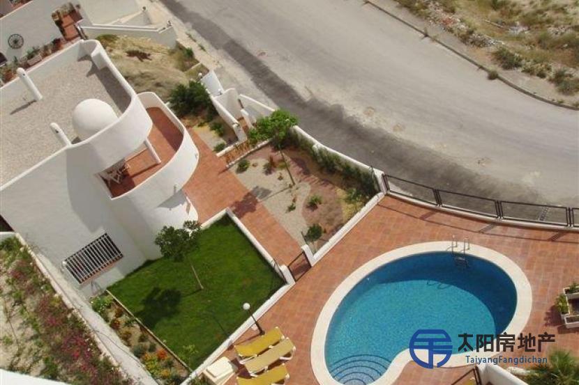 销售位于La Villajoyosa/Vila Joiosa (阿里坎特省)的郊外别墅