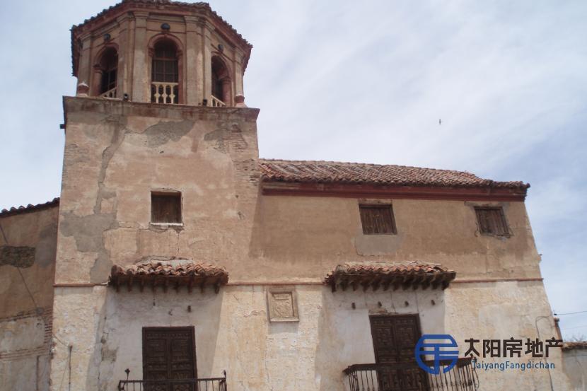 销售位于La Calahorra (格林纳达省)市中心的大楼