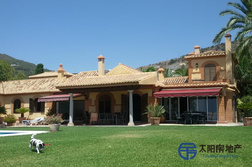 销售位于Almuñeca...