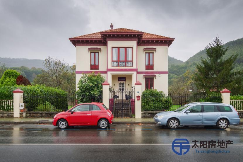 出售位于Bakio (比斯开省)市中心的独立房子并距离山区很近