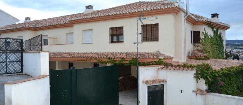 Casa unifamiliar adosada en huetor vega Granada