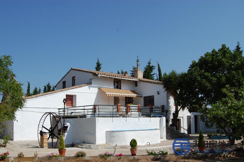销售位于Tortosa (塔拉戈纳省)市外的郊外别墅