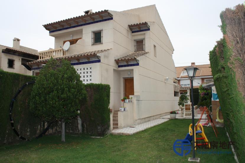 销售位于Sant Joan D´Alacant (阿里坎特省)的别墅