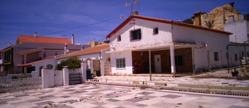 verder terreno con casa antigua en Mazagon Huelva